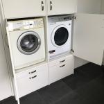 wasmachine op hoogte achter draaideuren