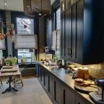 Houten keuken donker gespoten