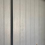 schuifdeurkast gespoten in trendy grijze kleur